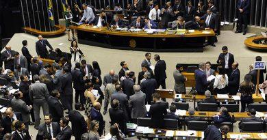 Parlamentares aprovaram aumento do deficit primário de R$ 139 bi para R$ 159 bi em 2017.